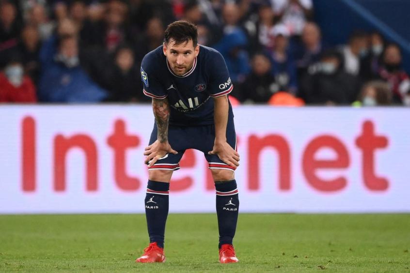 Messi sofre lesão no joelho, não enfrenta Metz e passa a ser dúvida contra Manchester City