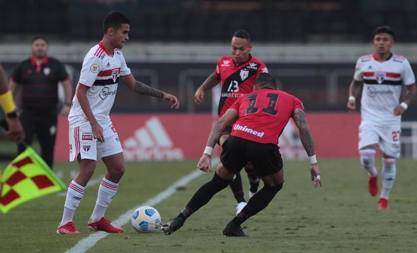 Destaque na vitória do São Paulo, Nestor diz: 'Tento dar o meu melhor sempre'