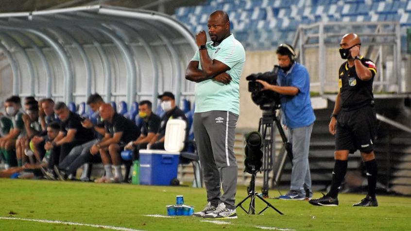 Marcão vê jogo equilibrado em empate do Fluminense, mas critica árbitro por gol anulado: 'Já fez isso'