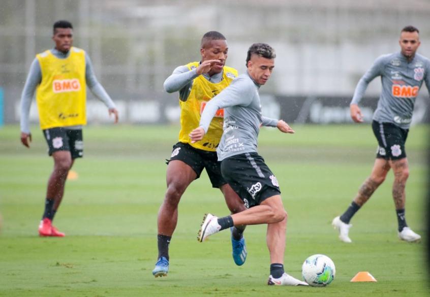 Com Gabriel suspenso, Cantillo e Xavier são opções do Corinthians para o Dérbi