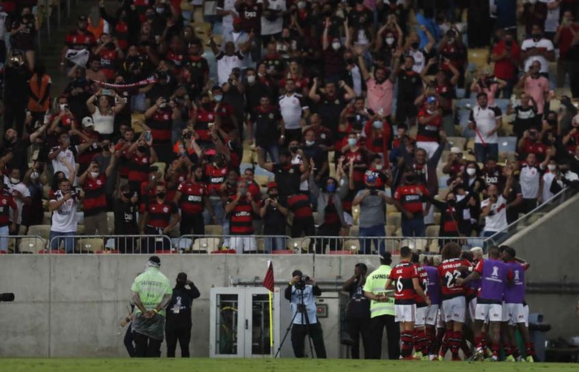Futebol em tempos de pandemia: Flamengo x Barcelona leva torcida de volta ao 'velho normal' no Maracanã