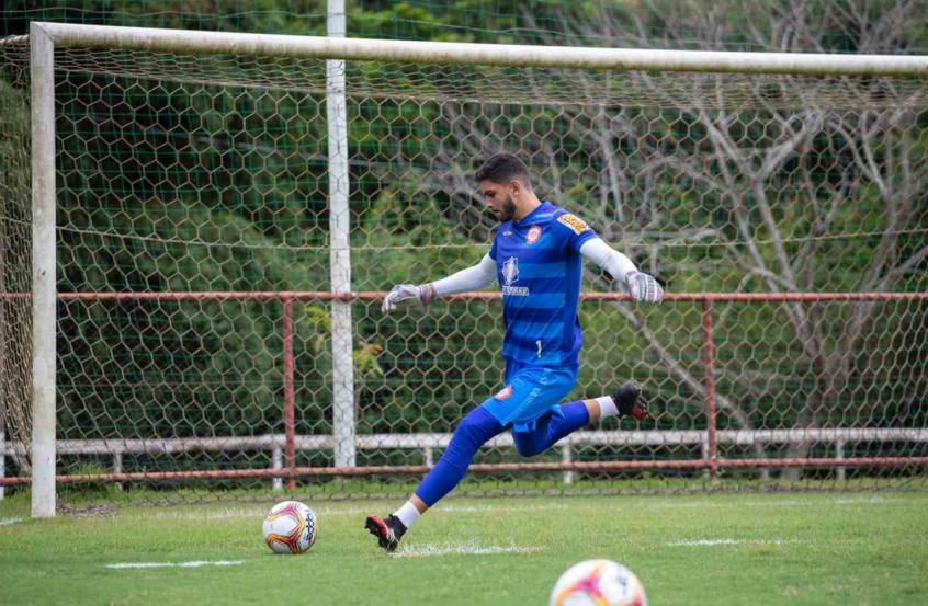Perto de estreia pelo Tombense, goleiro Murillo afirma que está preparado para jogo decisivo