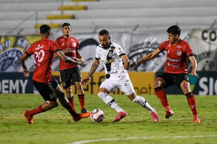 Ponte Preta tem dois gols anulados, mas vence Brasil de Pelotas pela Série B