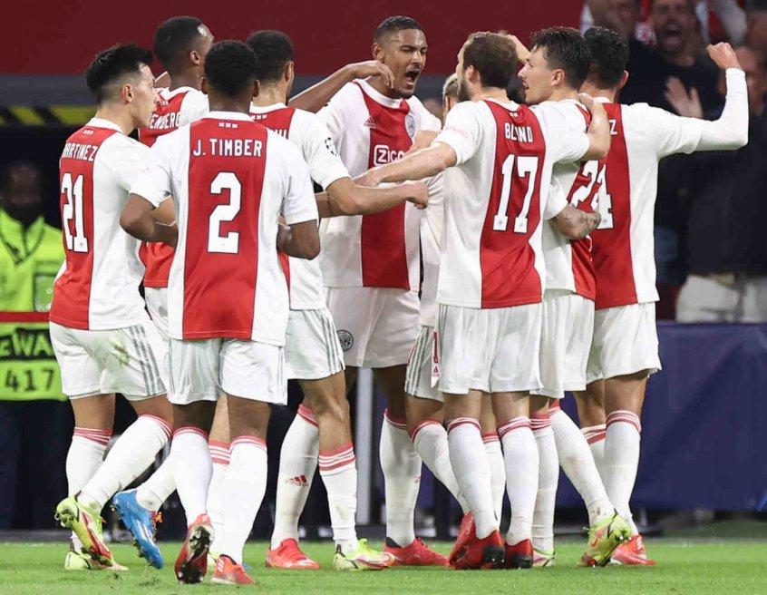 Em jogo tranquilo, Ajax vence Besiktas pela Champions League