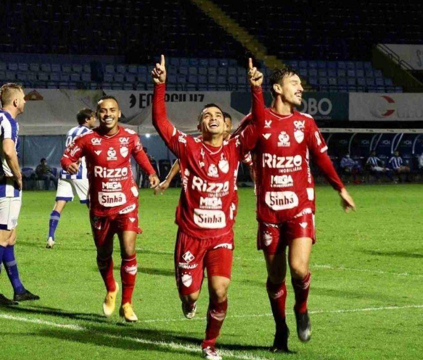 Meia Renan Mota deseja ver o Vila Nova se recuperando na tabela da Série B e se afastando do Z-4