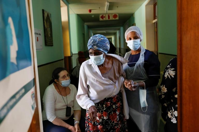 Entre promessas e restrições, quem ajuda a África na batalha pelas vacinas?