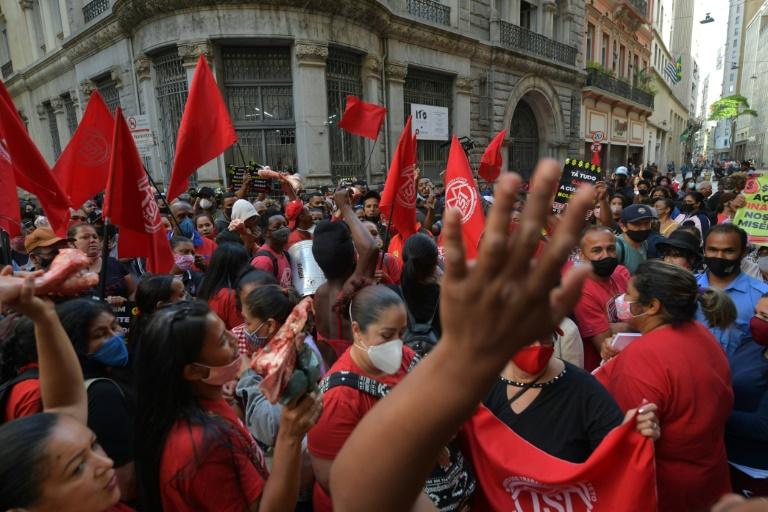 MTST ocupa Bolsa de Valores de SP para protestar contra 'carestia' e 'fome'