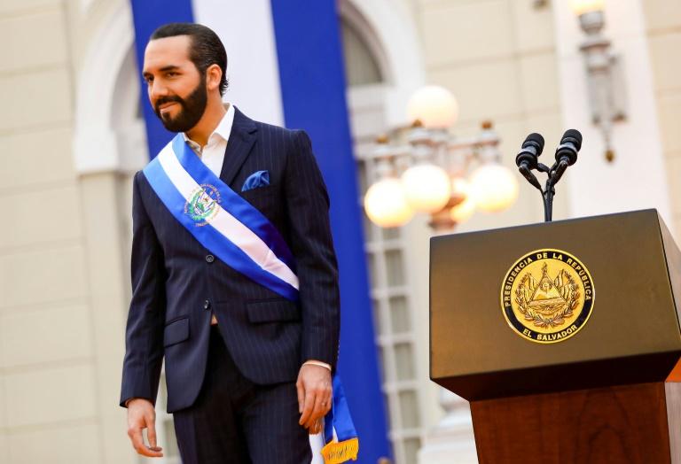 Bukele recebe projeto polêmico de reforma da Constituição em El Salvador