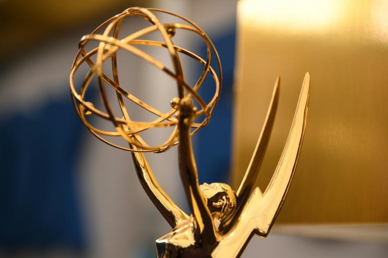 Astros iniciam desfile pelo tapete vermelho do Emmy