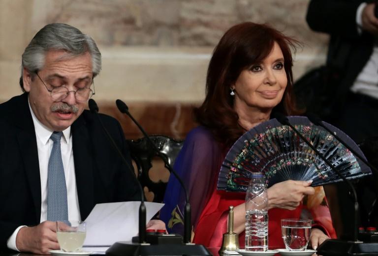 Kirchner desafia Fernández e pede mudança no gabinete na Argentina