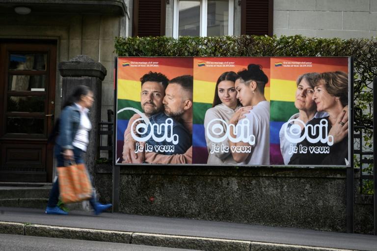 Suíços aprovam em referendo o casamento igualitário