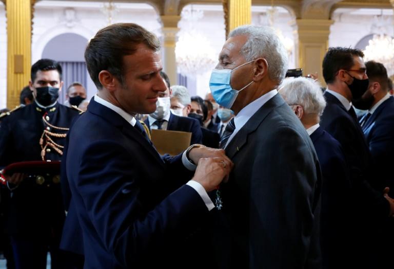 Macron pede perdão aos harkis em nome da França e promete reparação
