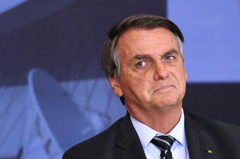Popularidade de Bolsonaro registra queda recorde, segundo Datafolha
