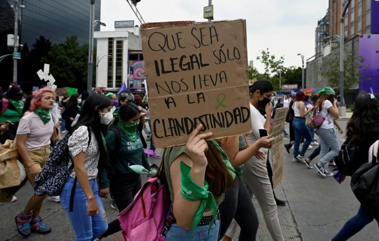Mexicanas se manifestam em favor da descriminalização do aborto