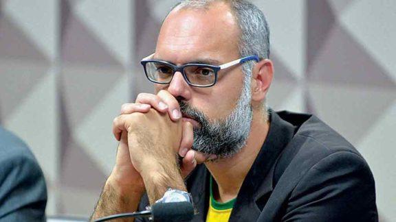 Alexandre de Moraes manda prender e extraditar Allan dos Santos
