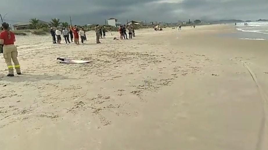 PR: Bombeiro salva irmão no mar, mas desaparece