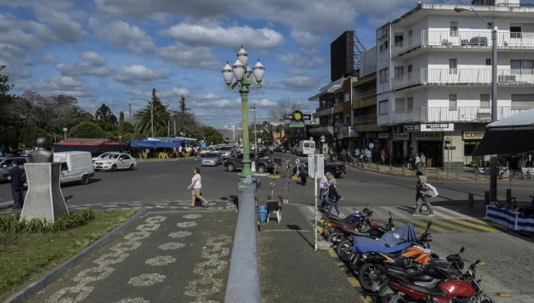 Uruguai reduz impostos e preços de suprimentos a comerciantes com abertura de fronteiras