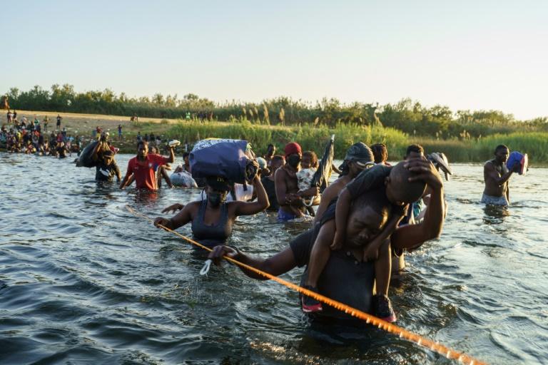 Haitianos devolvidos pelos EUA voltam ao seu país, incapaz de acolhê-los