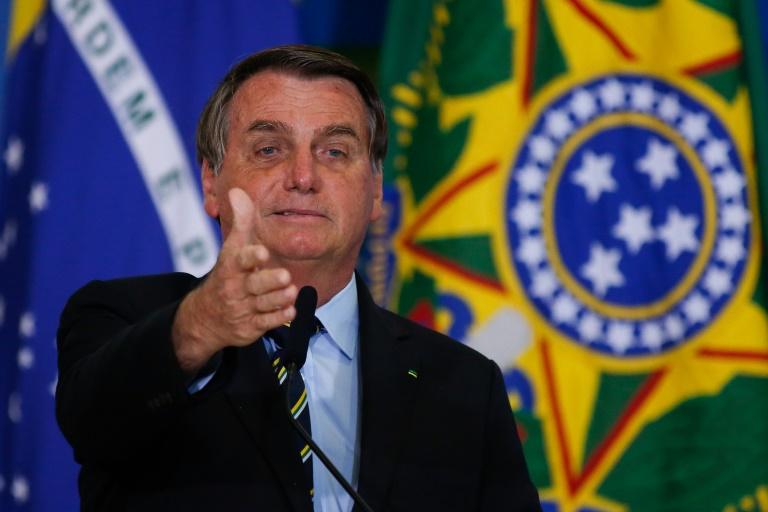 Bolsonaro dança Macarena?