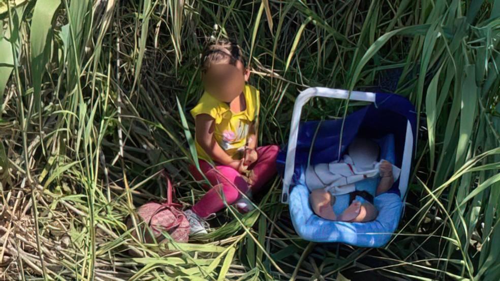 Crianças são encontradas abandonadas na fronteira entre EUA e México