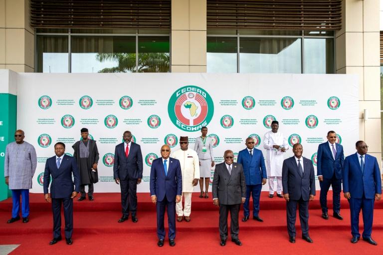 Países da África Ocidental pedem eleições em seis meses na Guiné