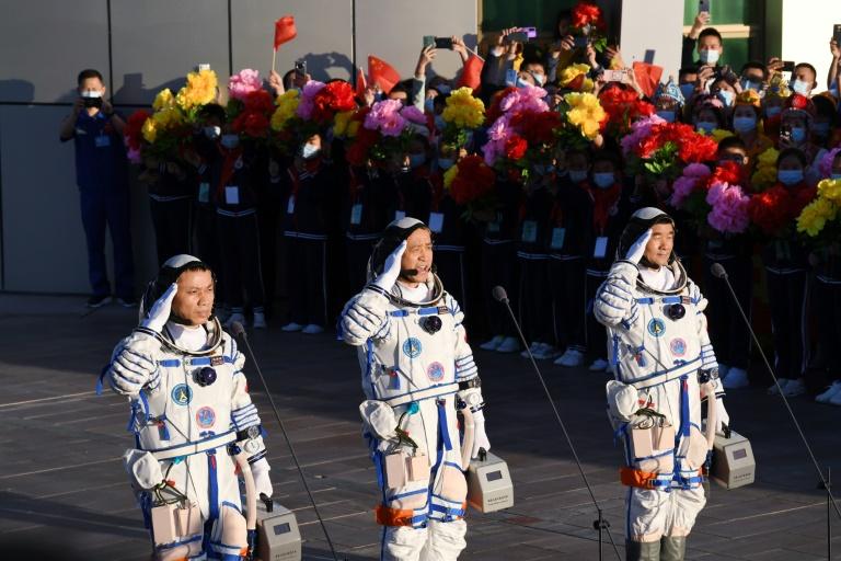 Astronautas chineses retornam à Terra após missão espacial de 90 dias