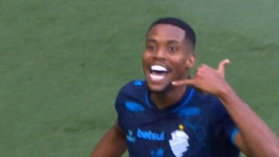 Atacante do CSA é alvo de racismo após provocar Cruzeiro: 'Macaco'