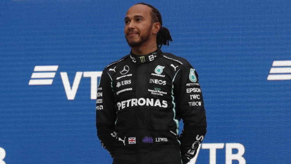 'É um sonho para todos', diz Hamilton sobre possibilidade de correr pela Ferrari