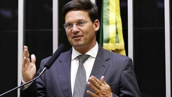 Com missão eleitoral, João Roma leva até deputado da oposição para conversar com Bolsonaro