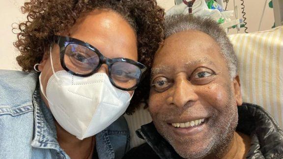 No hospital, Pelé faz fisioterapia e filha diz: 'Foram dois passos para frente'