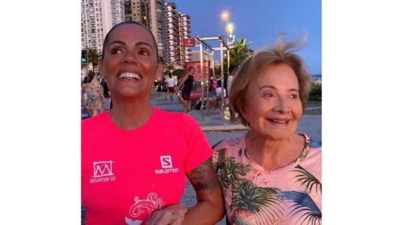 """""""Ela está forte"""", diz nora sobre Glória Menezes após morte de Tarcísio Meira"""