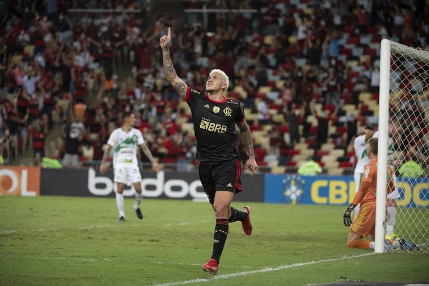 Pedro chega aos 40 gols pelo Flamengo e fica perto de entrar no top 10 dos artilheiros do século