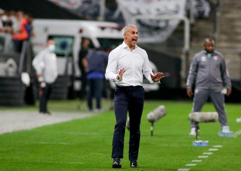 Sylvinho admite Corinthians com pouca inspiração, mas exalta peso de vitória sobre Flu: 'Muito importante'