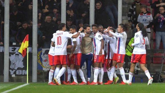 Paquetá sai do banco, muda partida e Lyon vence o Sparta Praga na Liga Europa