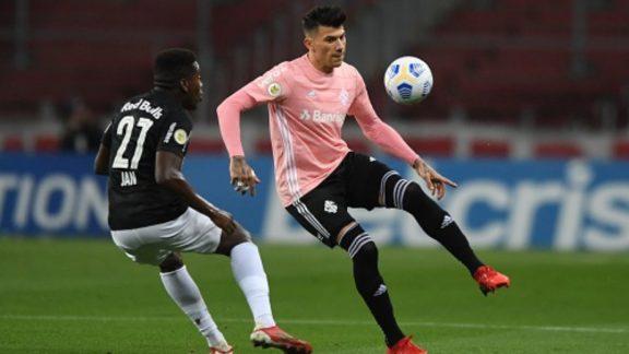 Internacional sai na frente, mas Bragantino empata no minuto final