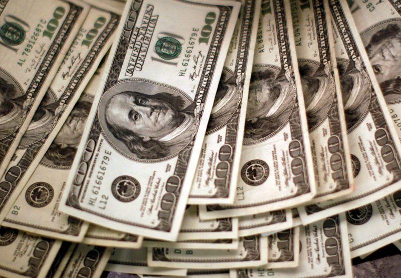 Dólar tem leve queda ante real de olho em agenda carregada