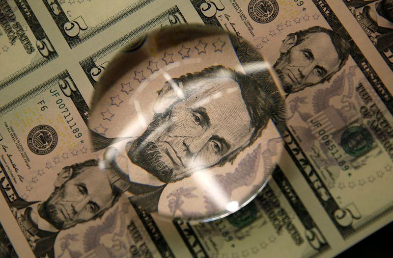 Dólar reduz queda ante real com temores fiscais compensando BC mais agressivo