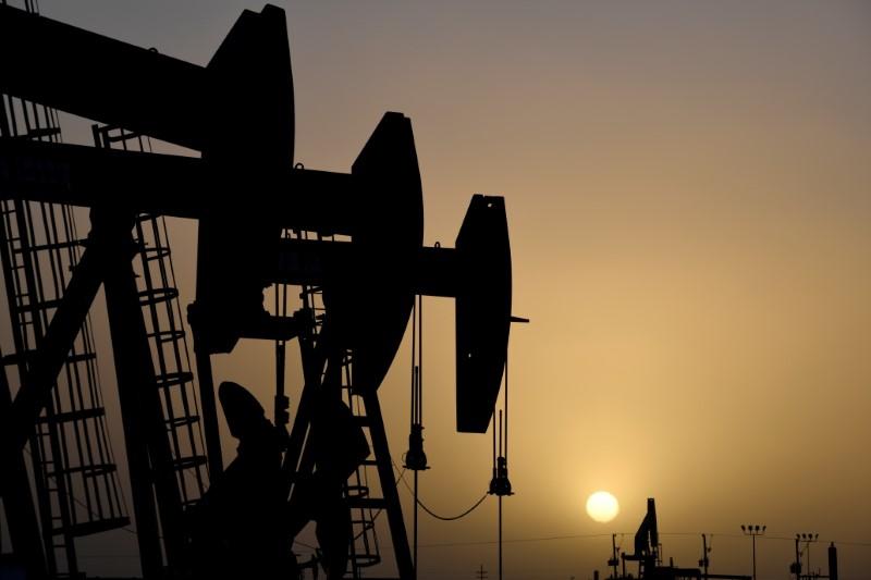 Preços do petróleo recuam após cortes de preços da Arábia Saudita