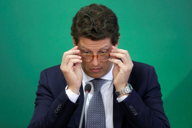 Investigado, Salles pede demissão do Meio Ambiente; novo ministro é ligado a setor rural