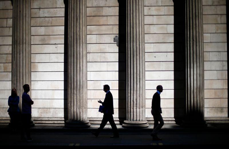 BC britânico desacelera compra de títulos e eleva projeção de crescimento em 2021