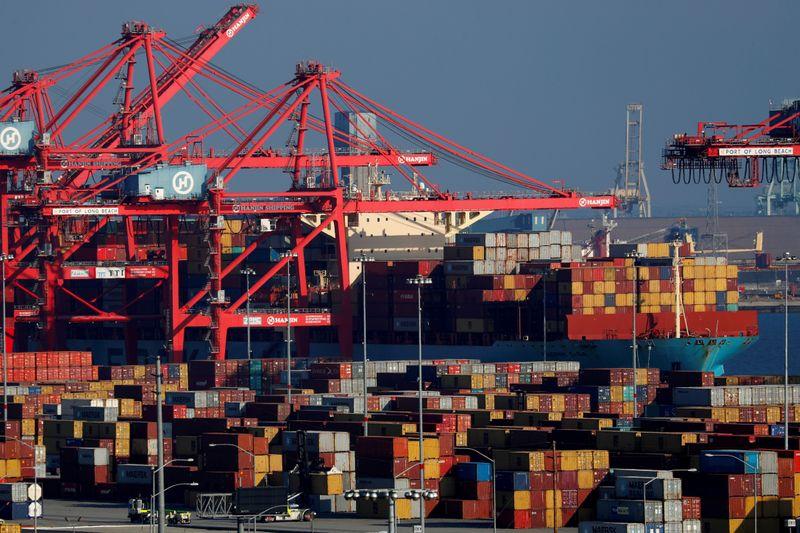 Déficit comercial dos EUA salta para máxima recorde em junho com forte crescimento das importações