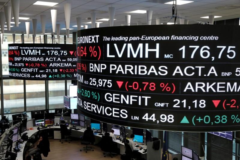 Ações europeias fecham estáveis com pressão de mineradoras e papéis de luxo; otimismo sobre inflação esfria