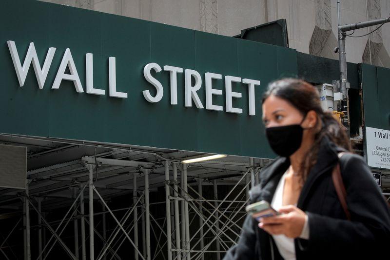 Wall St recua com perdas em petróleo e tecnologia