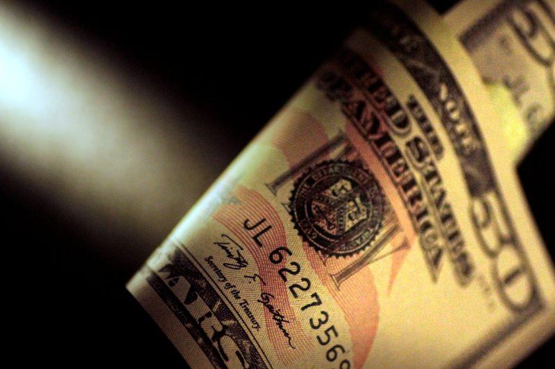 Dólar fecha em alta de 0,42%, a R$5,2875