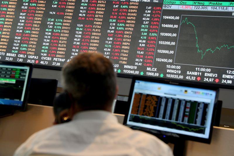 Índice cai abaixo de 110 mil pontos após abertura por Fed, China e Copom