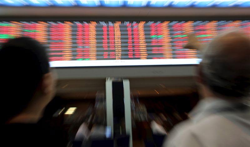 Ibovespa acumula ganho na semana, mas economia doméstica deixa investidor na defensiva