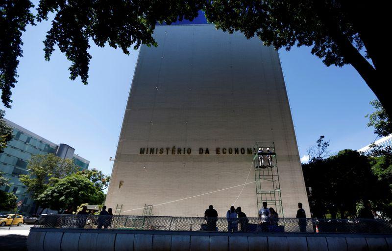 Tesouro é contra edição de crédito extraordinário para renovar auxílio emergencial, indica secretário