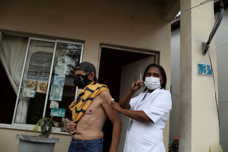 Brasil chega a 100 milhões de pessoas totalmente vacinadas
