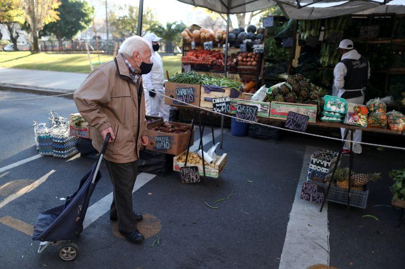 Inflação argentina tem alta expressiva apesar de esforços para conter preços