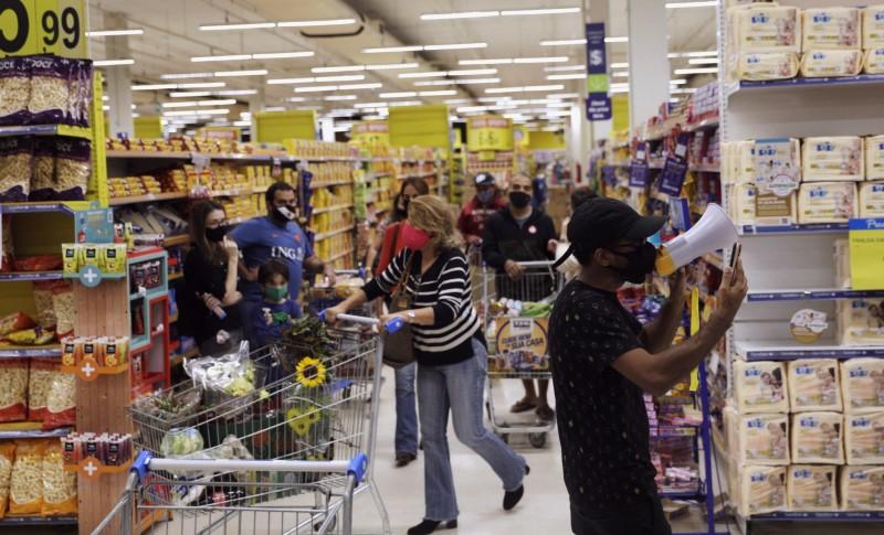 Vendas no varejo no Brasil crescem 21% em maio, mostra ICVA